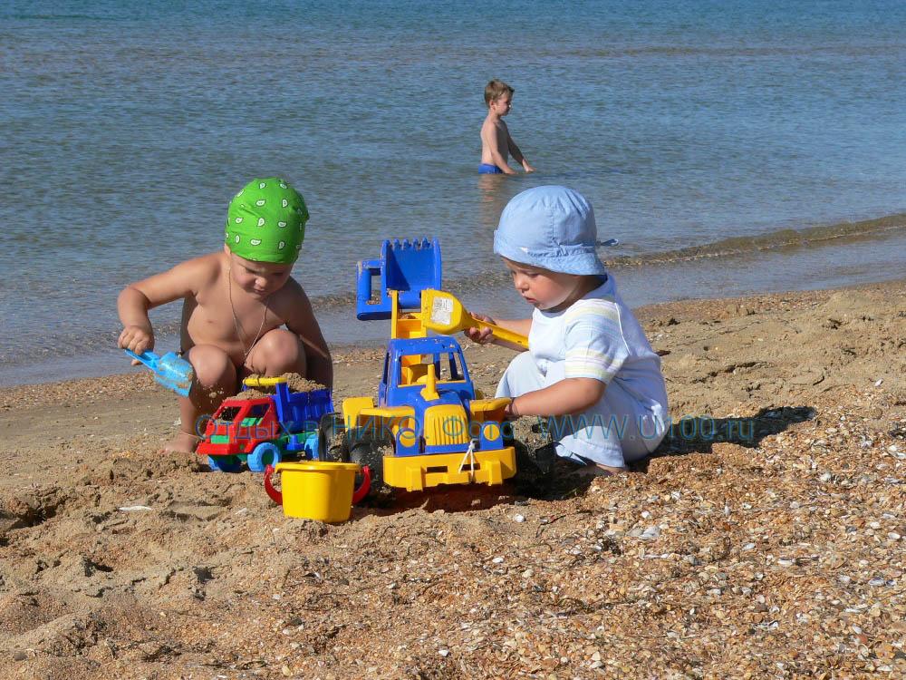 Раздетые на общественном пляже 18 фотография