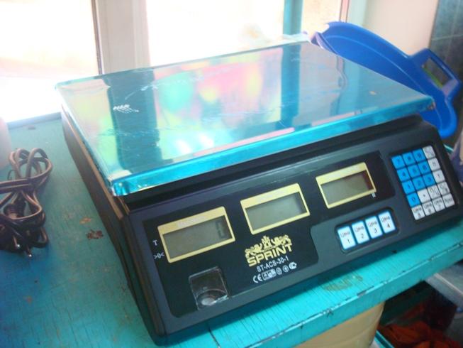 Отличные практичные электронные весы с калькулятором. Могут работать